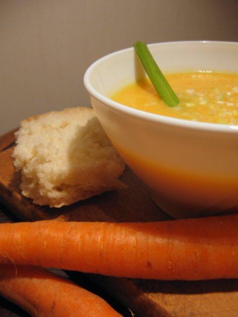 морковена крем супа с топено сирене
