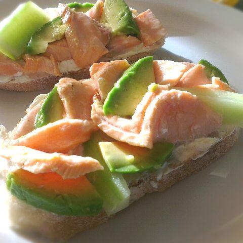 сандвичи със сьомга и авокадо