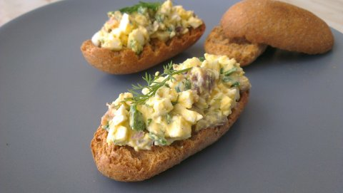 яйчена салата с аншоа