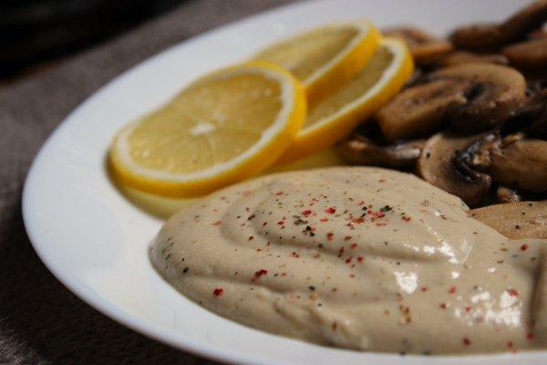 гъби с хумус от червена леща
