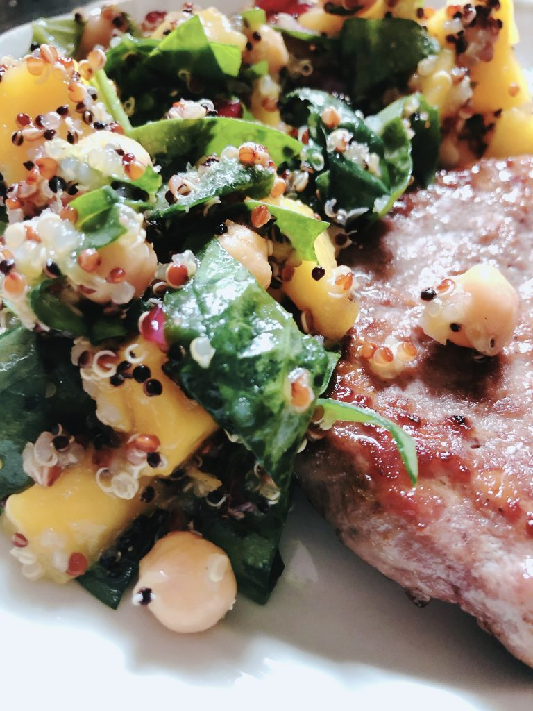 mango, quinoa and chickpeas salad